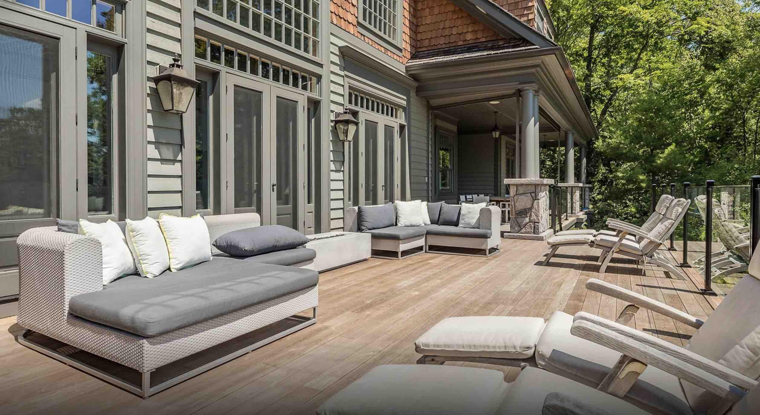 The deck at Sagamo Estates Lake Rosseau in summer