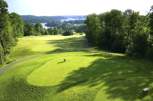 One of the top Muskoka golf courses is Deerhurst Highlands, with the first tee shown here overlooking the lake