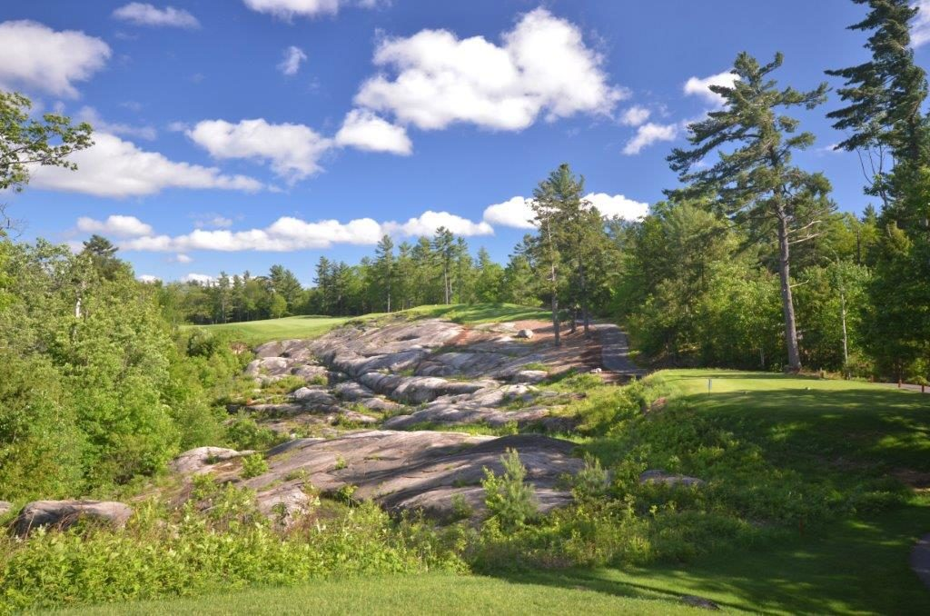 Rocky Crest Golf Club showing rocky landscape