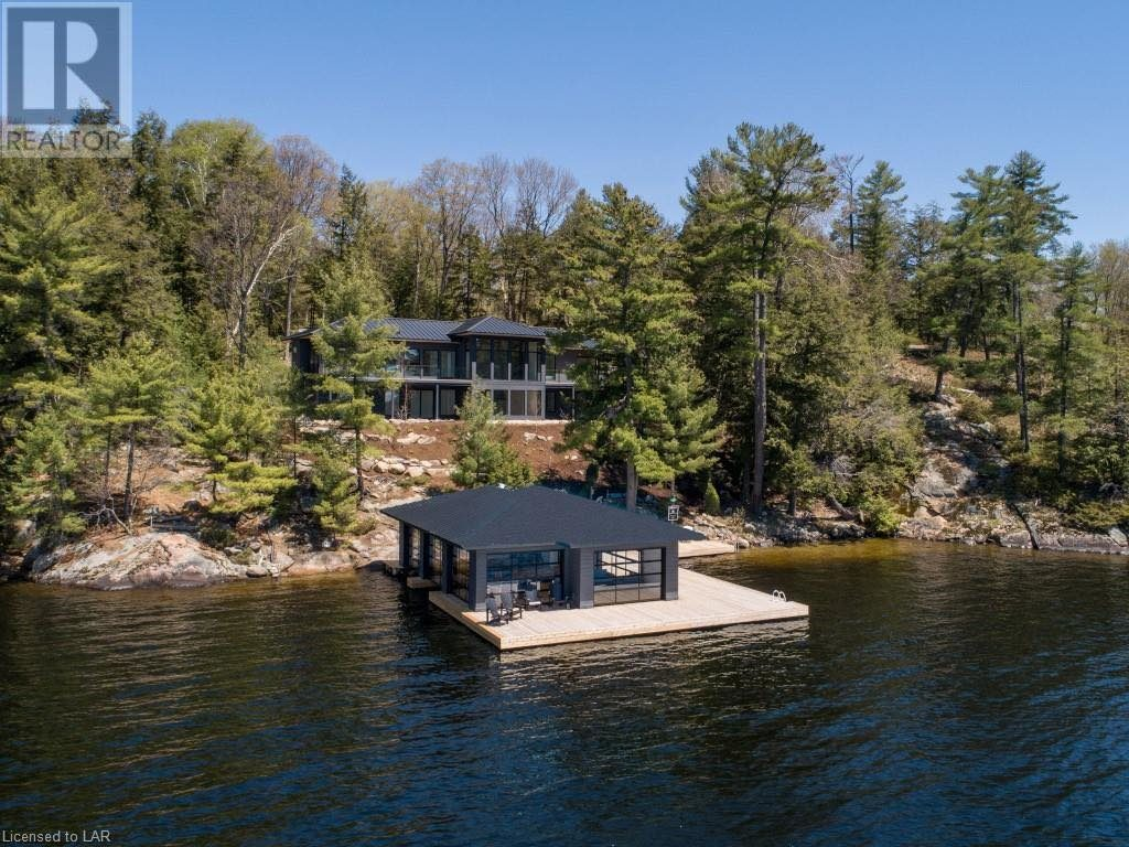 New Luxury Cottage on Buttler Bay in Port Carling